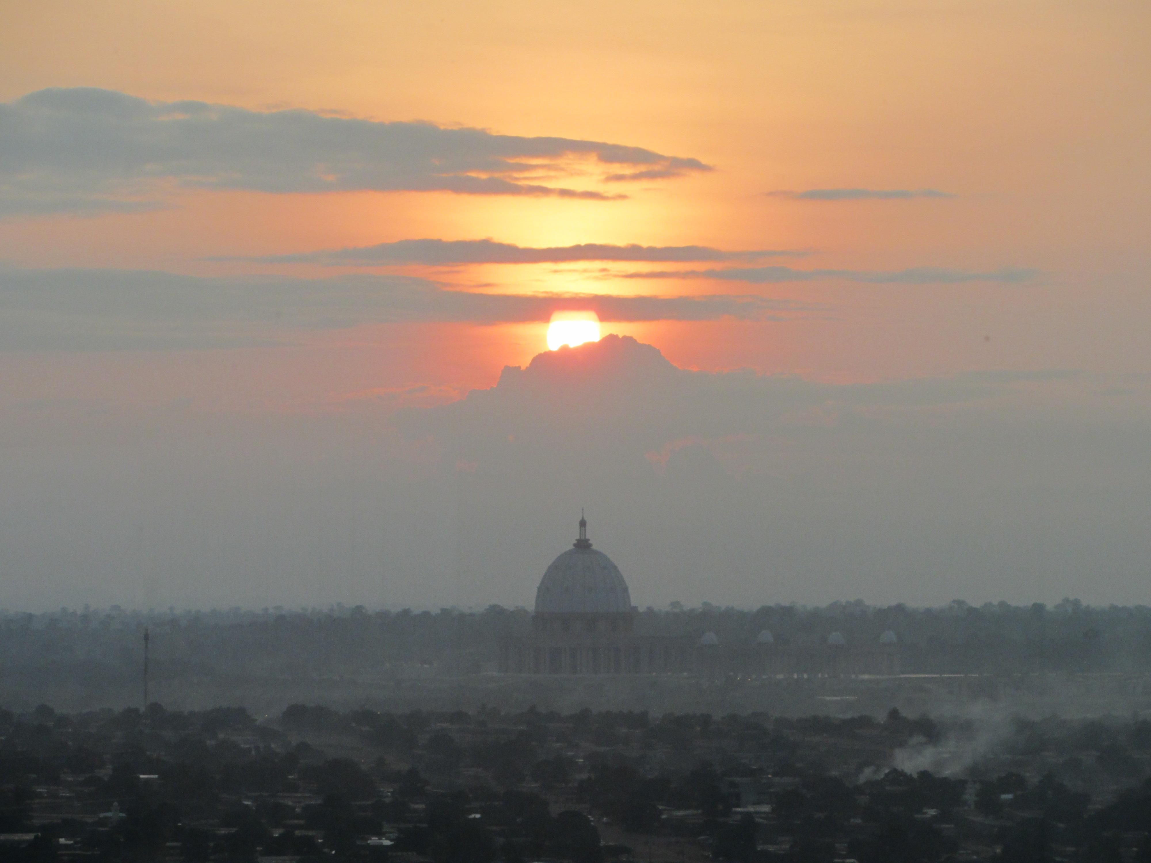 La gran Basílica, des de la barana del llac dels cocodrils