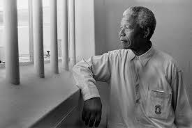 Mandela a la seva cel·la a la presó on hi passà 27 anys