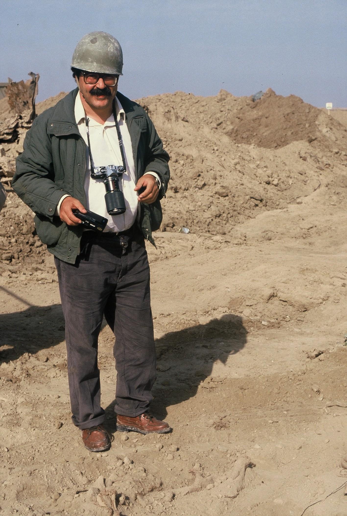 Manu Leguineche en el frente de la guerra entre Irán e Iraq en 1988