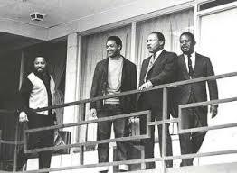 Luther King en el balcón del motel Lorraine donde fue asesinado
