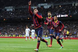 Messi passeando su victoria por el Santiago Benabéu
