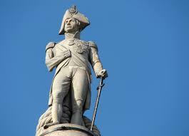 Estatua de Nelson en lo alto de la columna en Trafalgar Square