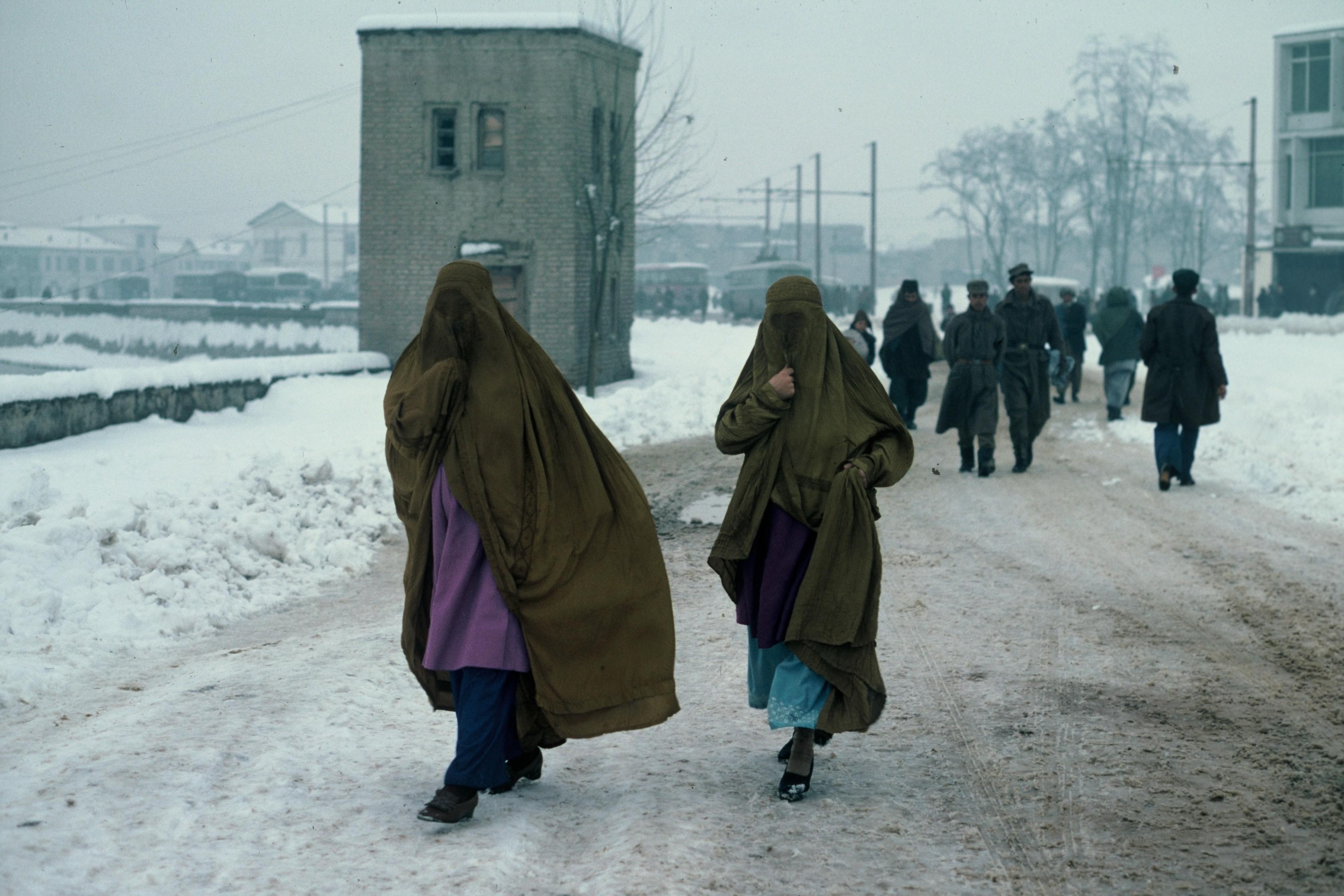 Mujeres con burka a la entrada de los soviéticos en 1979