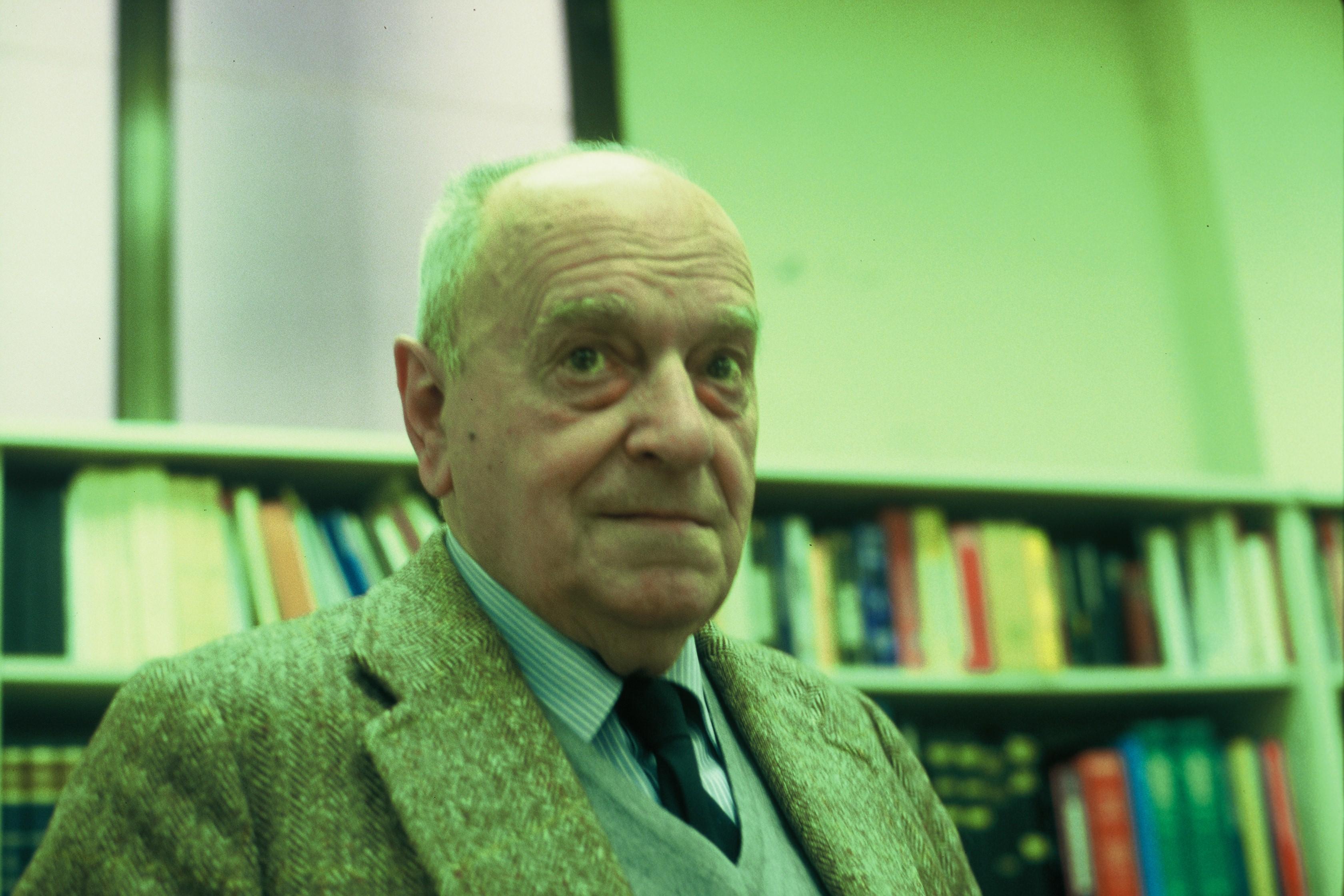 Alvaro Ruibal en la redacción de La Vangurdia de la calle Pelai