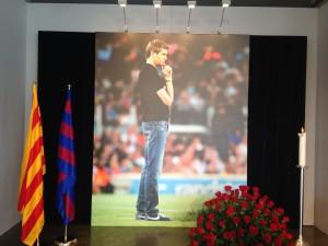 Fotografia de Tito Vilanova presidiendo el duelo en el Camp Nou