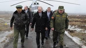 Putin, acompañado de altos mandos militares