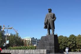 Estatua de Lenin en un parque de Donestk