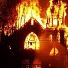 Una església cristiana creamada a Nigèria