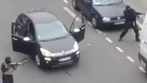 Coche negro en el que escapan dos de los terroristas de la matanza en el semanario Charlie Hebdo