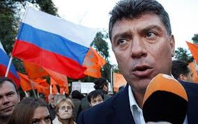 Boris Nemtsov, opositor a Putin sobre Ucrania , asesinado en un puente cerca del Kremlin.