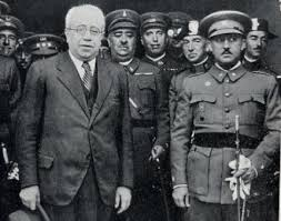 El presidente Azaña y el general Franco durante la República