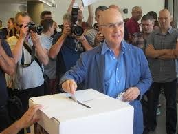 Duran en el moment de votar avui