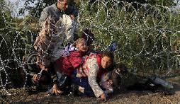 Alambradas entre Hungría y Serbia. Niños intentando atravesarlas