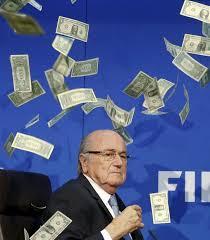 Lluvia de dólares sobre Blatter en una conferencia de prensa.