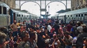 Concentración de miles de personas en la estación de Budapestd en busca de asilo en Europa