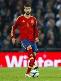 Gerard Piqué vistiendo la camiseta de la selección española