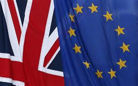 La bandera británica y la europea