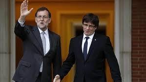 Mariano Rajoy y Carles Puigdemont en su primer encuentro en La Moncloa