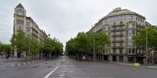 La Diagonal desierta en un día de fiesta en Barcelona
