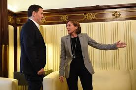 La presidenta del Parlament, Carme Forcadell, recibe a Arnaldo Otegi en su despacho.