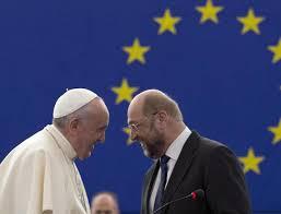 El Papa Francisco y el presidente del Parlamento Eulropeo, Martin Schulz, en la entrega del premio Carlomagno en el Vaticano