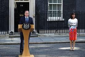 David Cameron, junto a su señora, anunciando que dimite como primer ministro como consecuencia del Brexity.