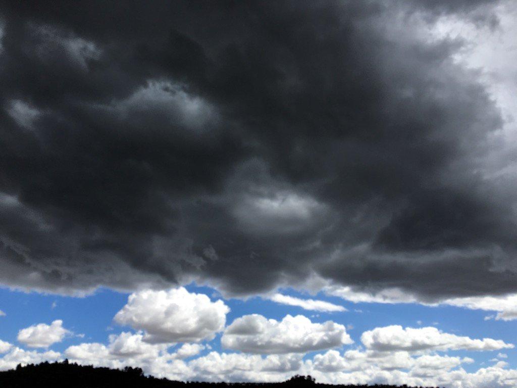 Aspecte dantesc dels cels en un dia aprop del canvi de solstici. Inestabilitat i imprevisió.