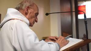 El sacerdote, de 86 años, asesinado a cuchilladas mientras celebraba la misa en una parroquia de un barrio de Rouen, en Normandía.