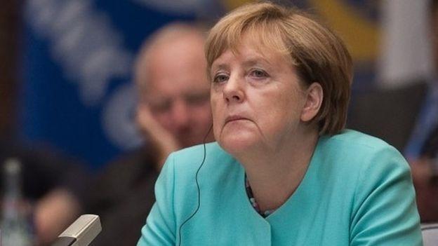 Angela Merkel, al conocerese los resultados advdersos del Estado del que es diputada en el Bundestag.