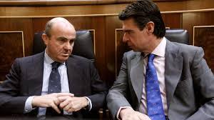 Los ministros Soria y Guindos en el banco azul cuando formaban parte del gobierno