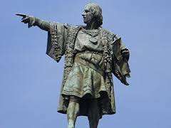 Estatua de Colón en lo alto de la columna al final de las Ramblas de Barcelona. Su figura ha sido objeto de polémicas y distorsiones.