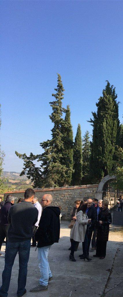 Visita al cementiri el dia de Tots Sants. Records de generacions i generacions.