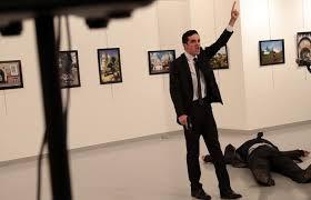 El autor del atentado contra el embajador ruso, Andrei Karlov, en una exposición de arte en Ankara